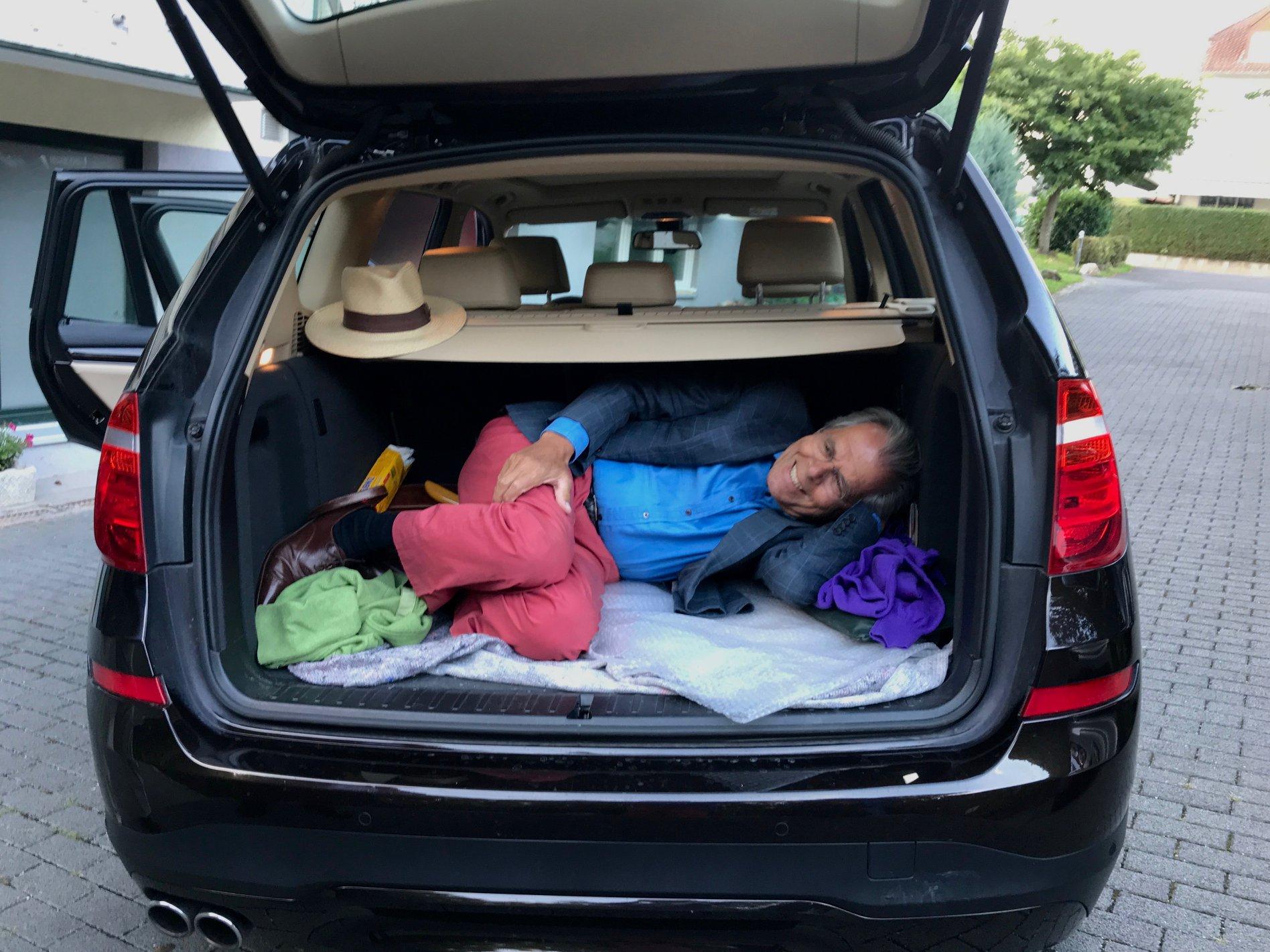 SUV_Kofferraum zur Personenbeförderung