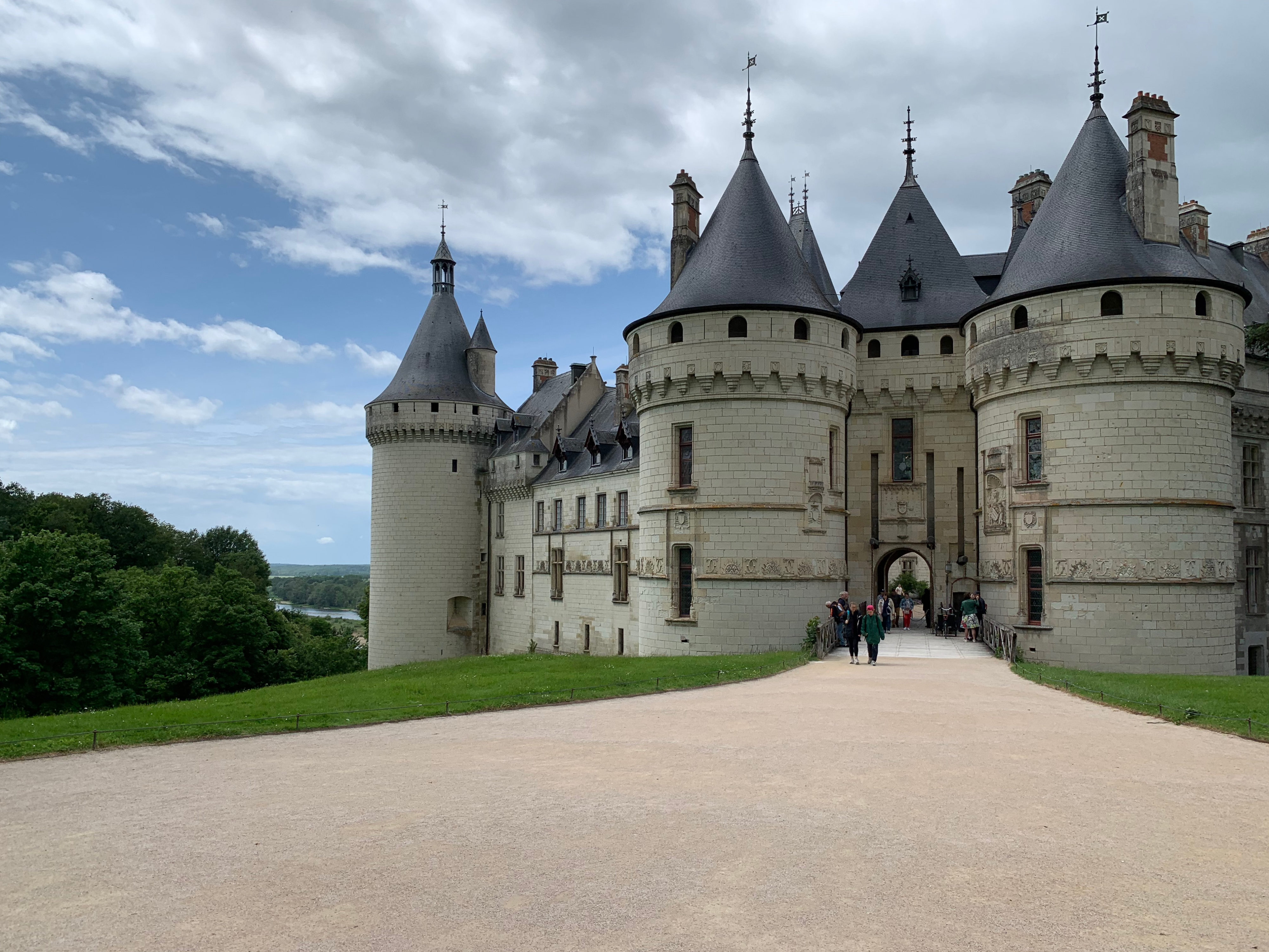 Chaumont, das wehrhafte Schloss über der Loire mit mächtigen Schutztürmen