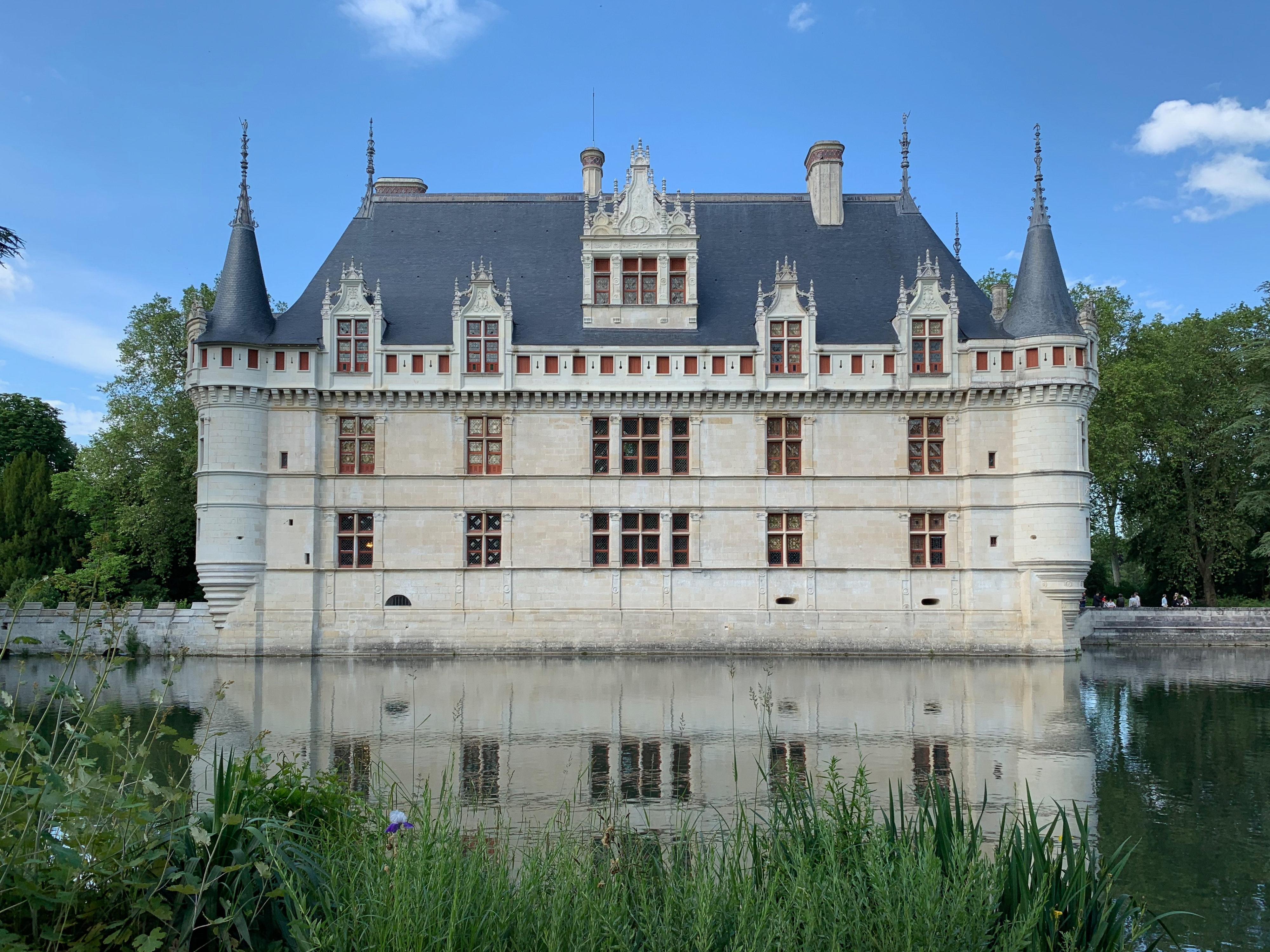 Azay-le-Rideau, das vom Indre umflossene Renaissance-Schloss laut Balzac ein Diamant