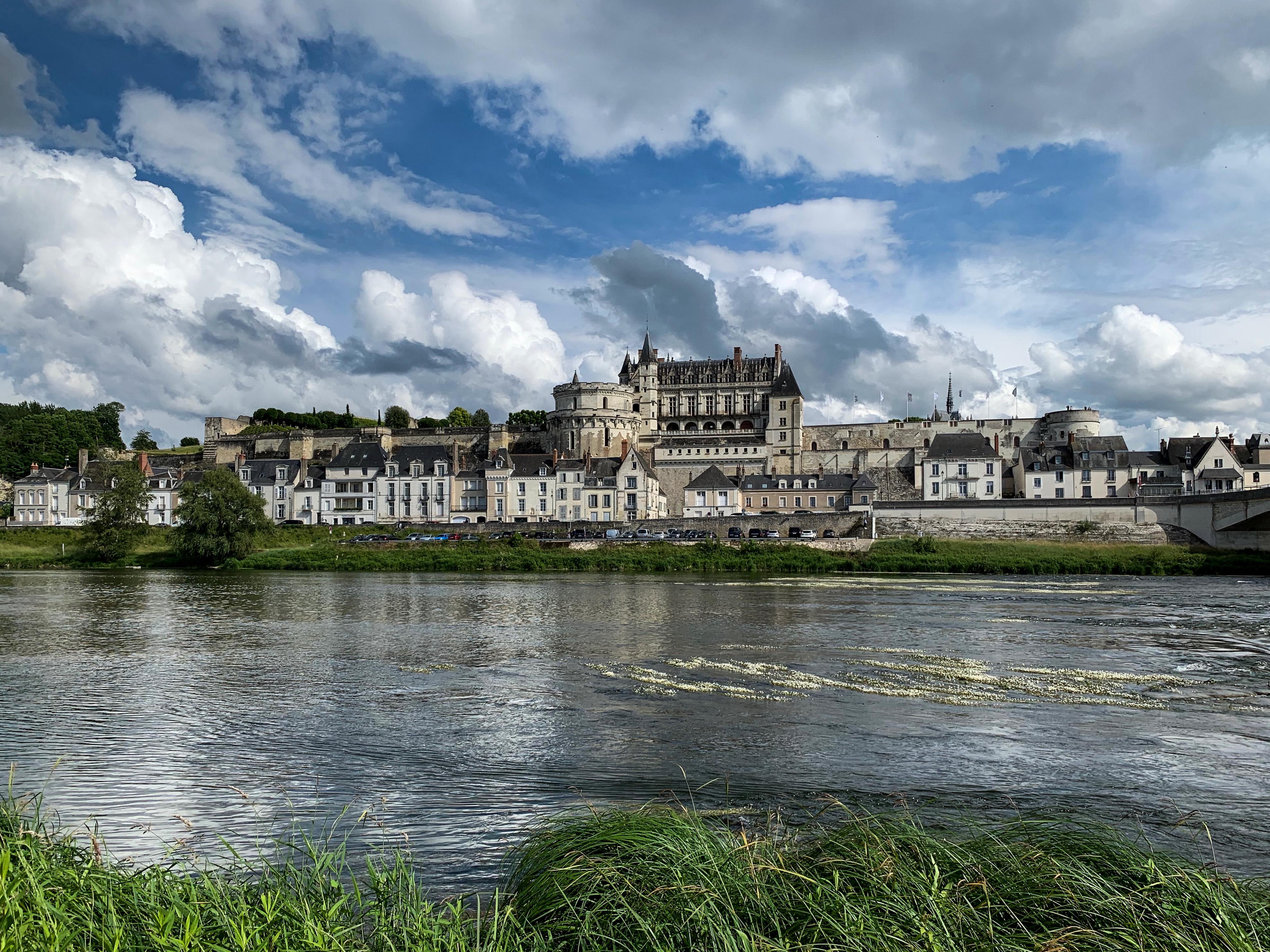 Amboise dramatisches Abschiedsbild vom rechten Ufer der Loire