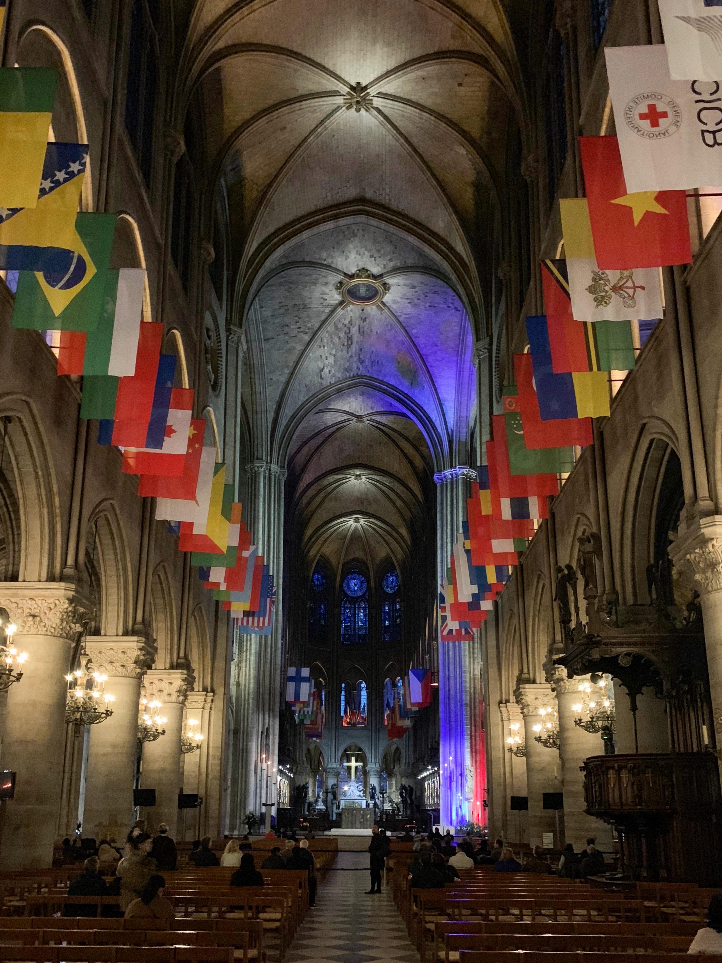 Notre-Dame 2018 Fahnenpracht 100 Jahre nach 1. Weltkrieg