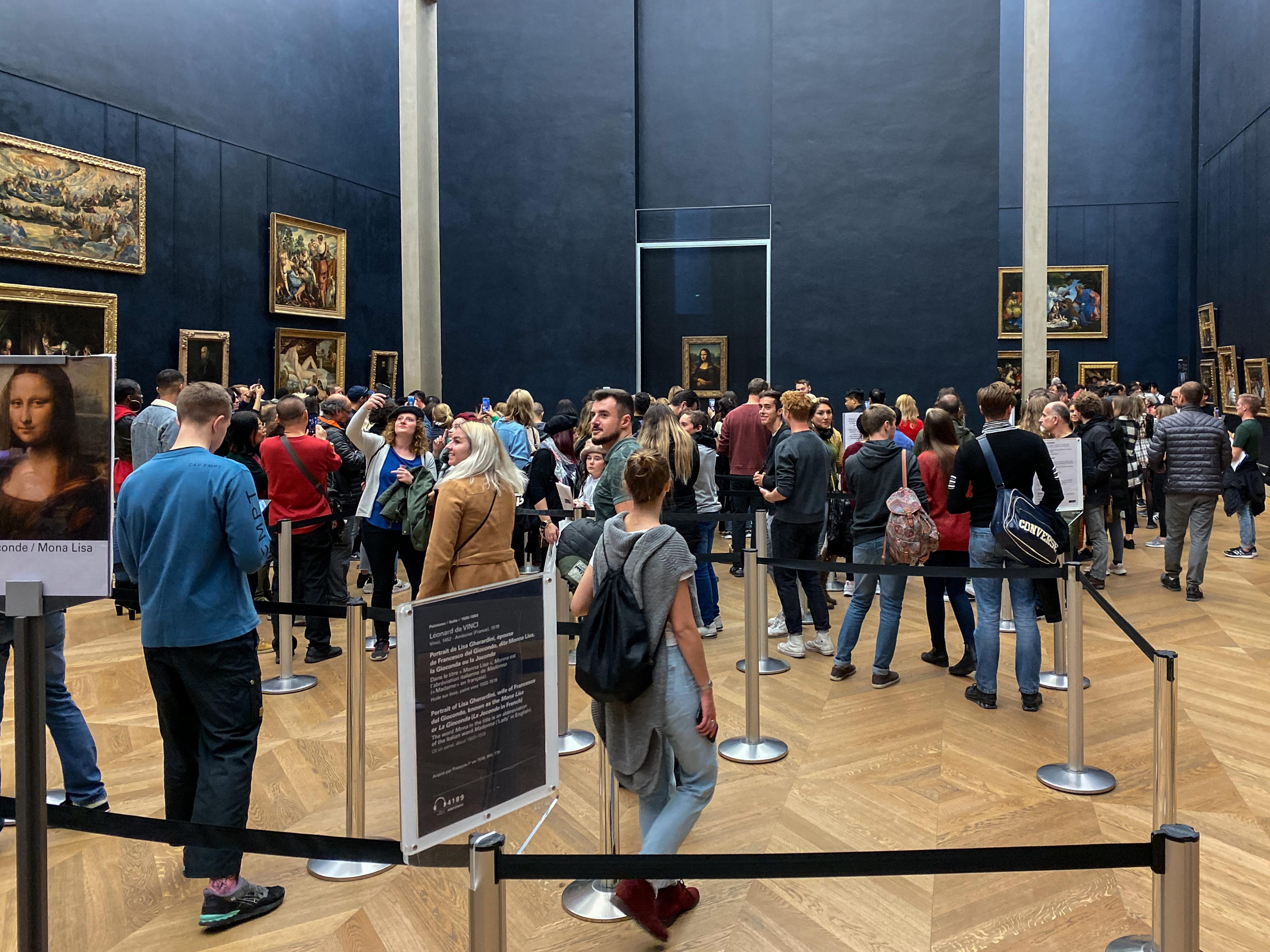 Mona Lisa_Saal Louvre 1