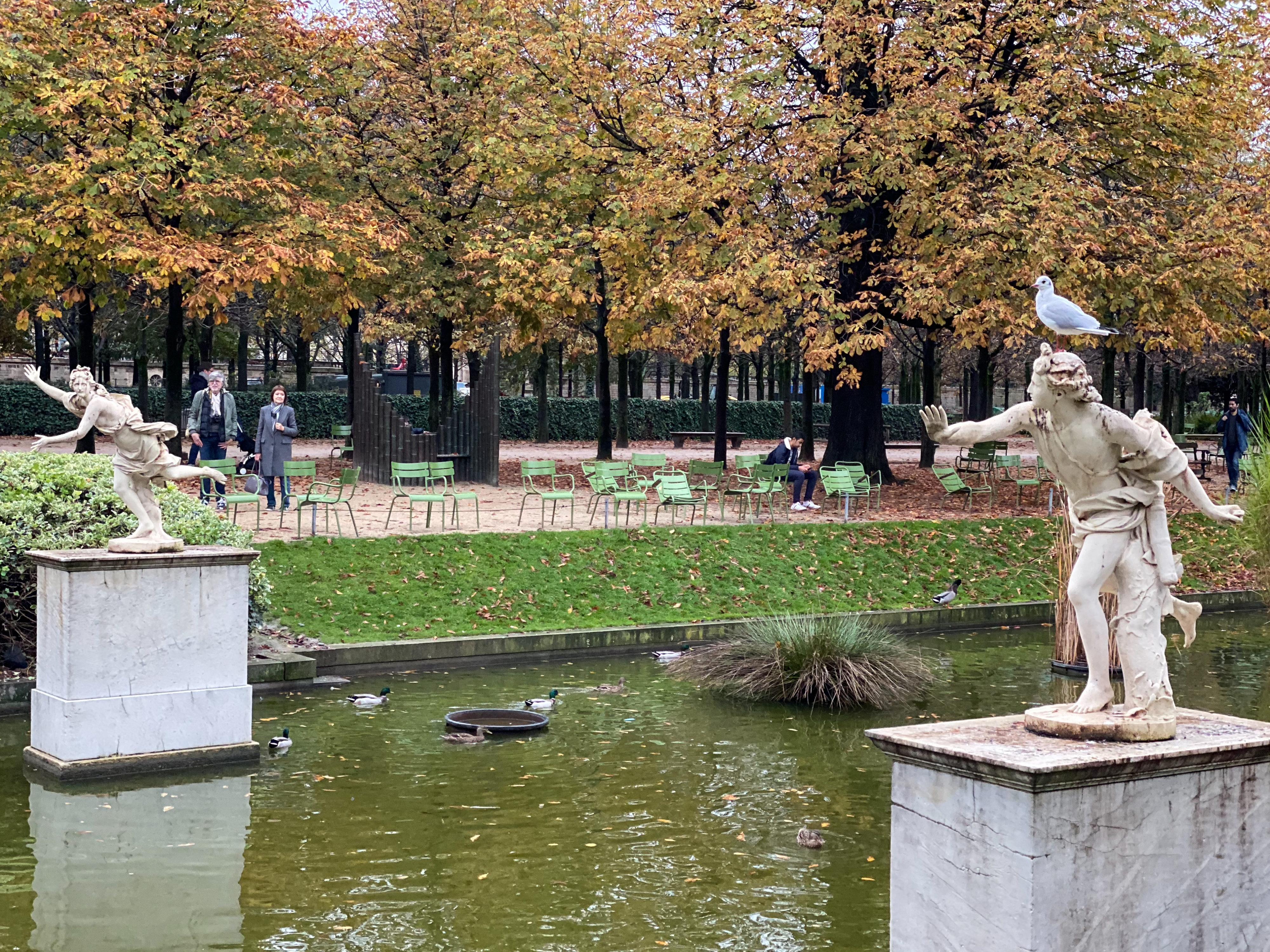 Paris im Dauerregen 2019 – Jardin des Tuileries mit Apoll und Daphne