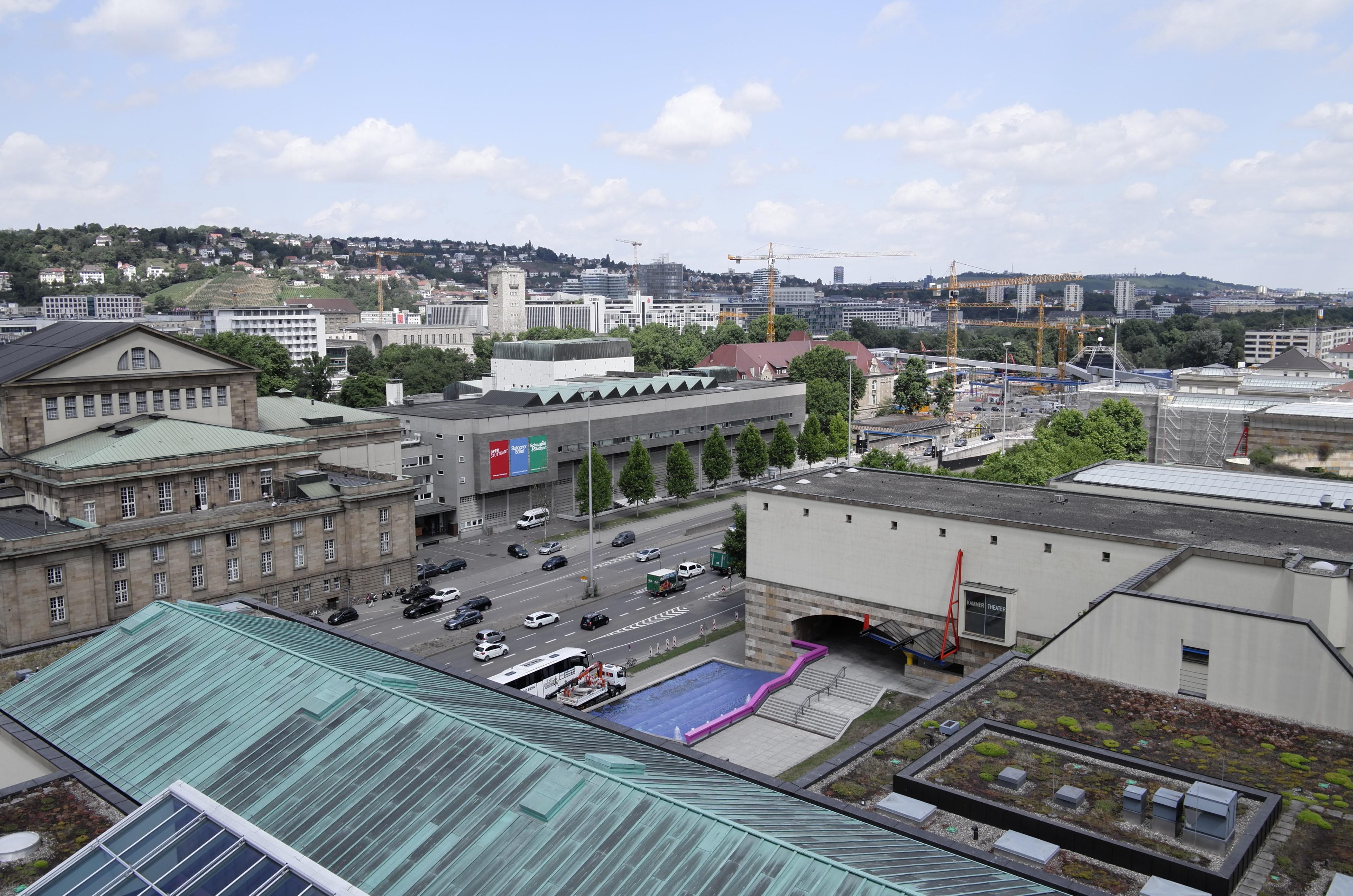 Opernhaus und Kulissengebäude vom Turm der Musikhochschule