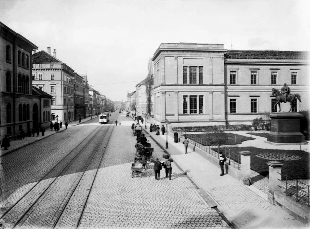 Kulturmeile: Münze und Alte Staatsgalerie mit Neckarstraße Richtung Neckartor