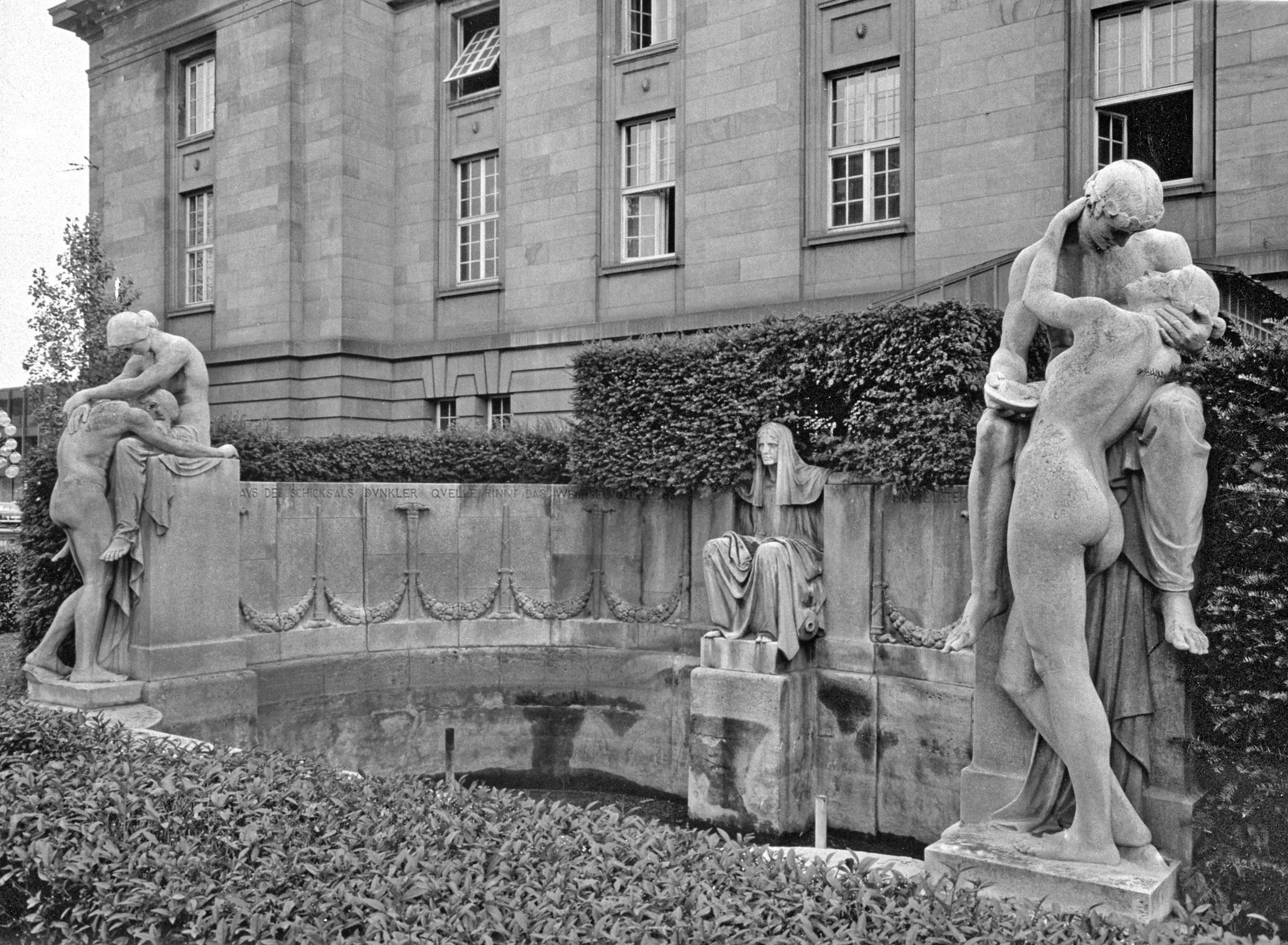 Max Littmanns Opernhaus und Donndorfs Schicksalsbrunnen