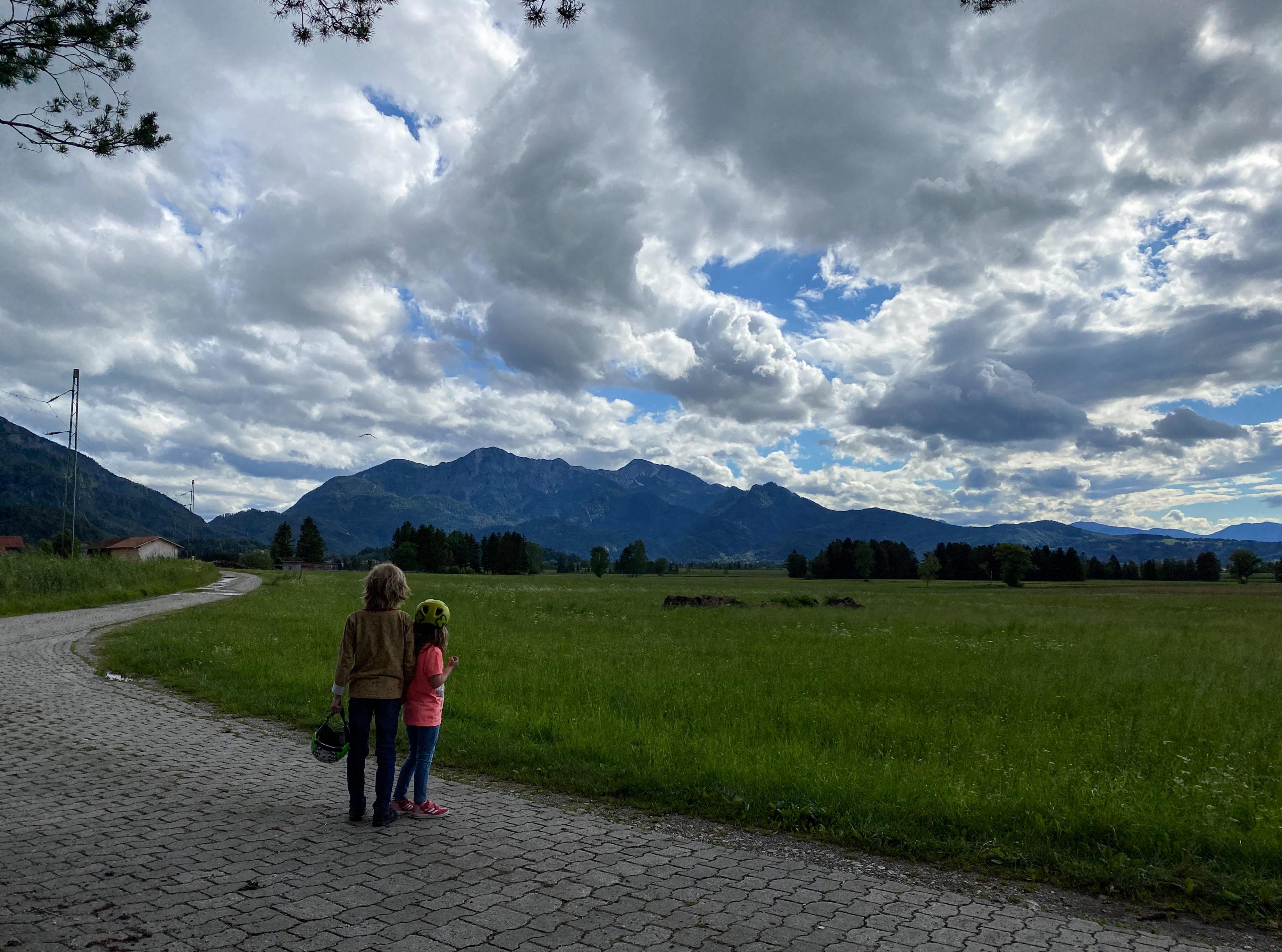 Wiedersehen im Blauen Land am Abend mit Wolken