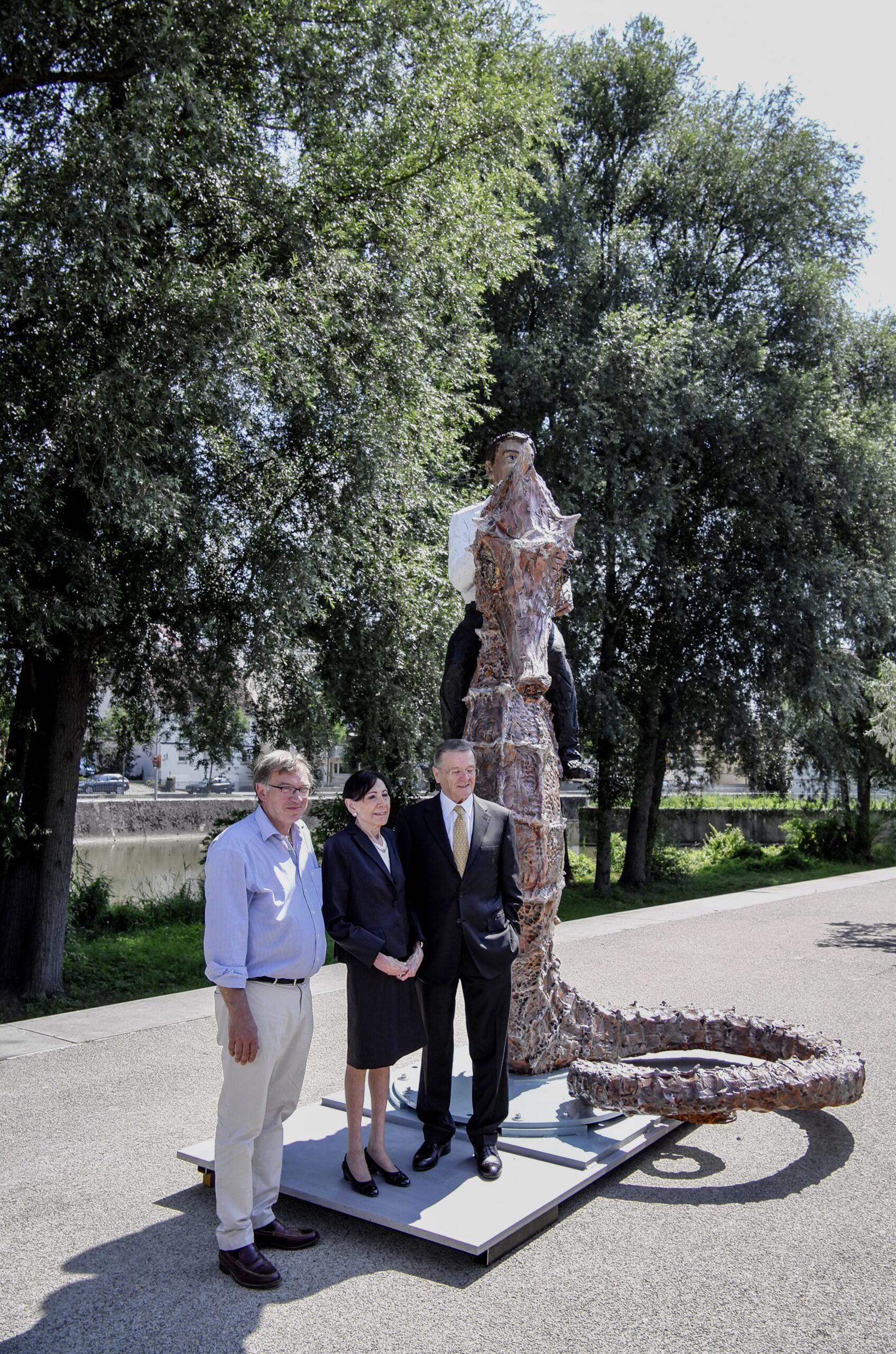 Stifterpaar Eva Mayr-Stihl und Robert Mayr mit Stephan Balkenhol