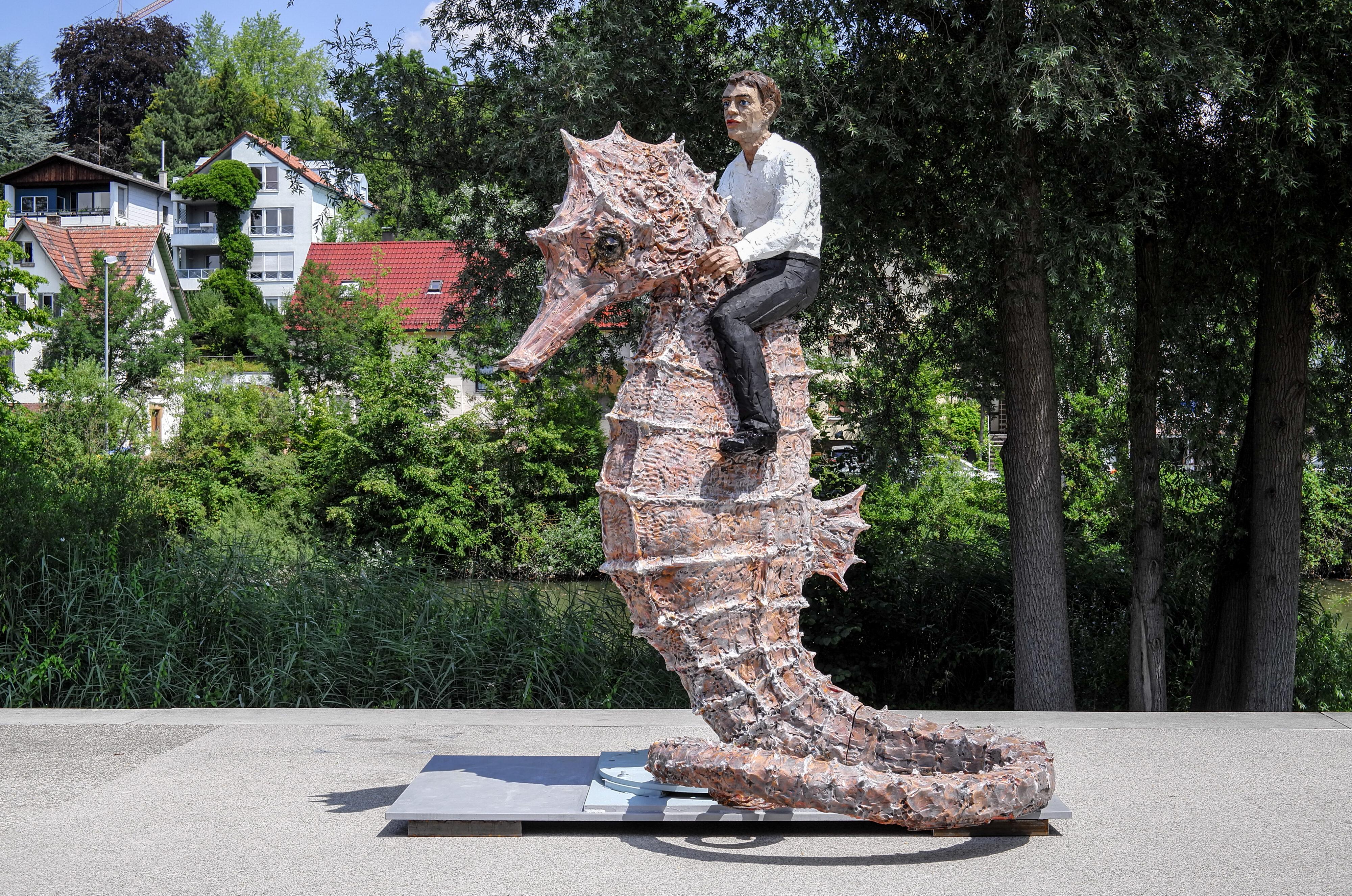 Waiblingen – Mann auf Seepferdchen von Balkenhol