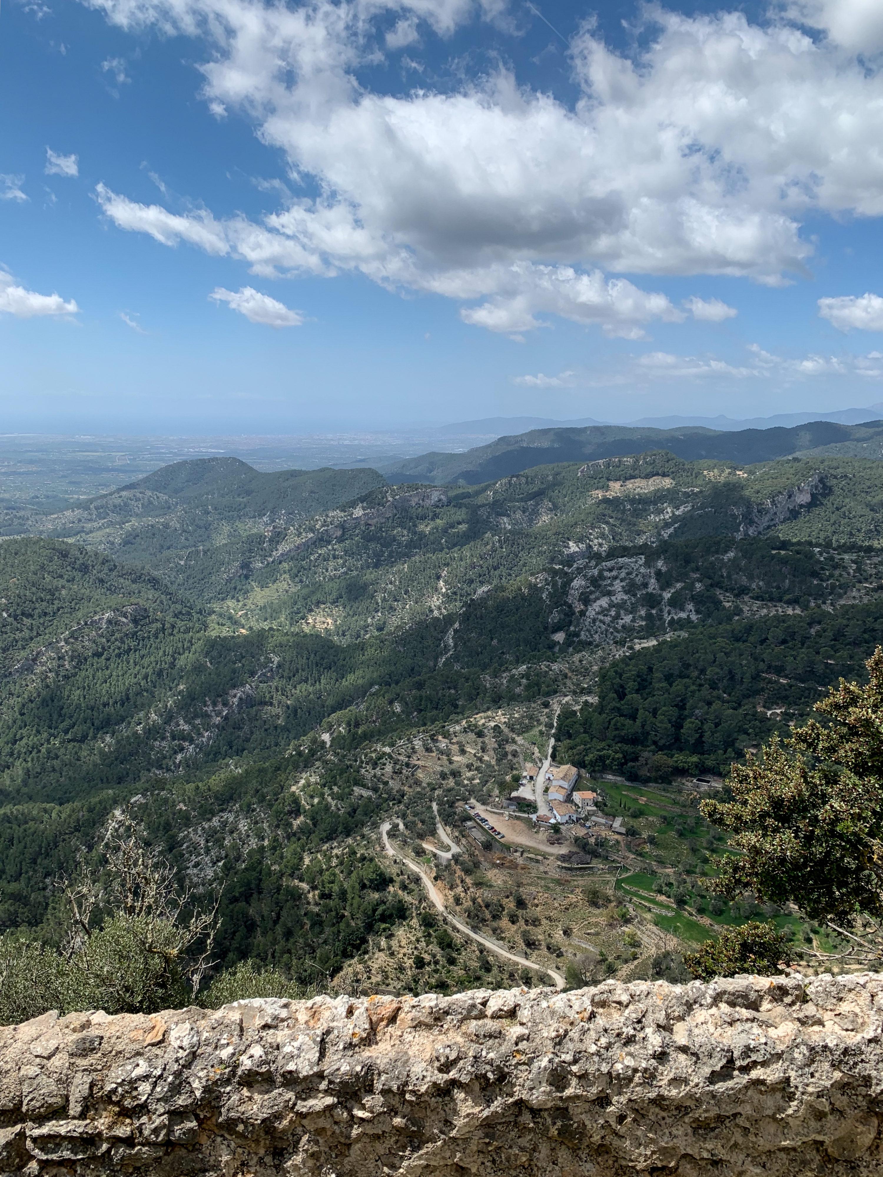 Castell d'Alaró im Landesinneren mit Landgut Es Verger