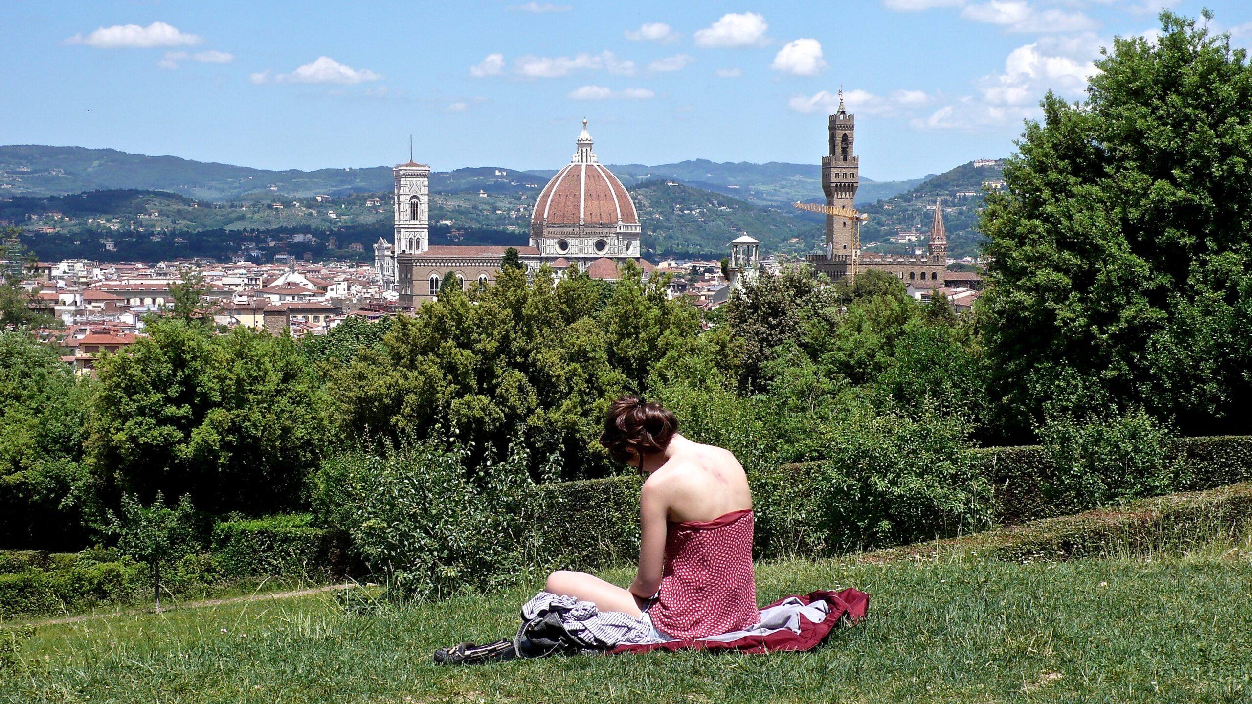 Florenz Bobopi-Garten mit lesender Frau