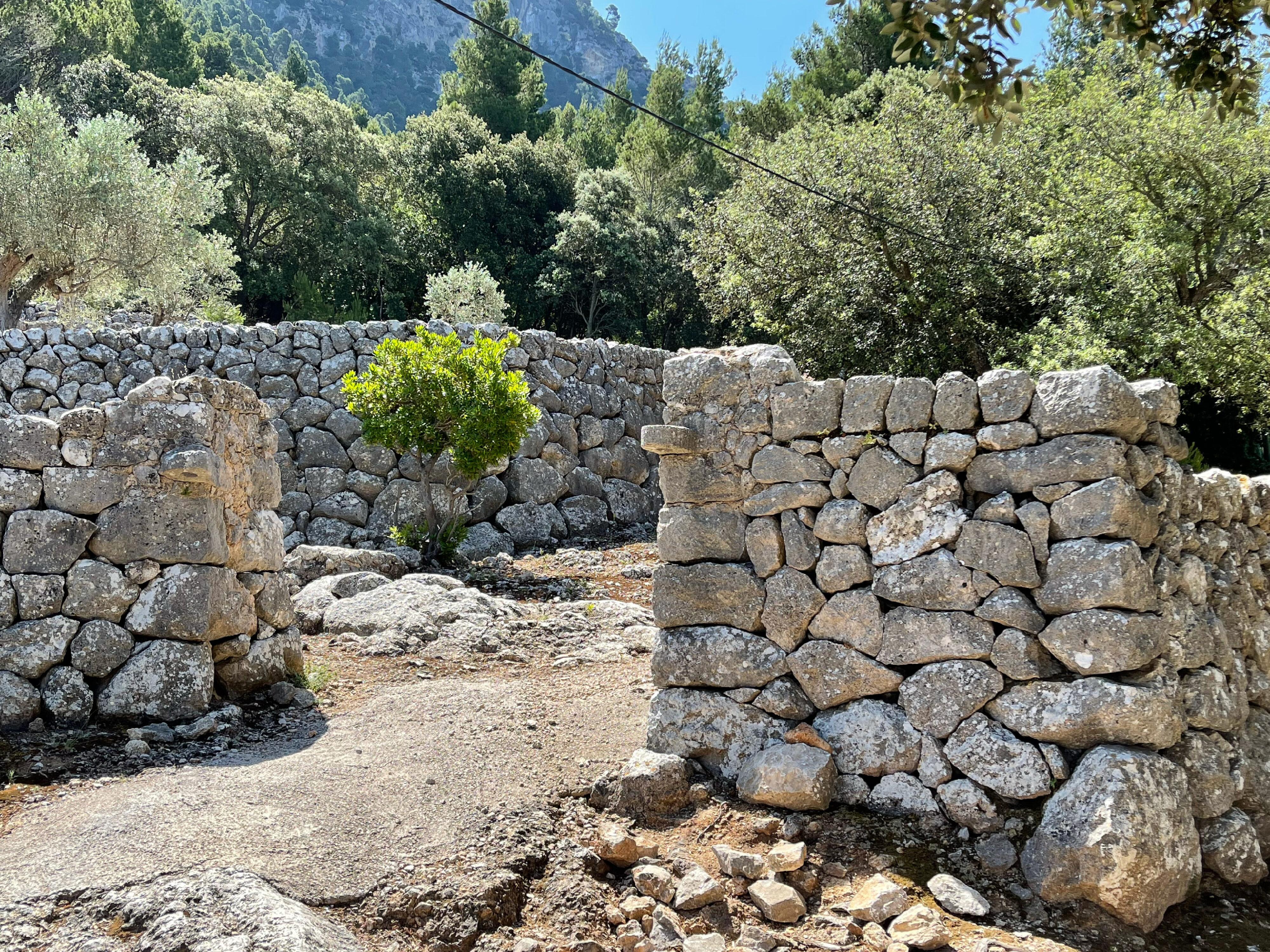 Mallorqiner als Meister des Trockenmauerwerks