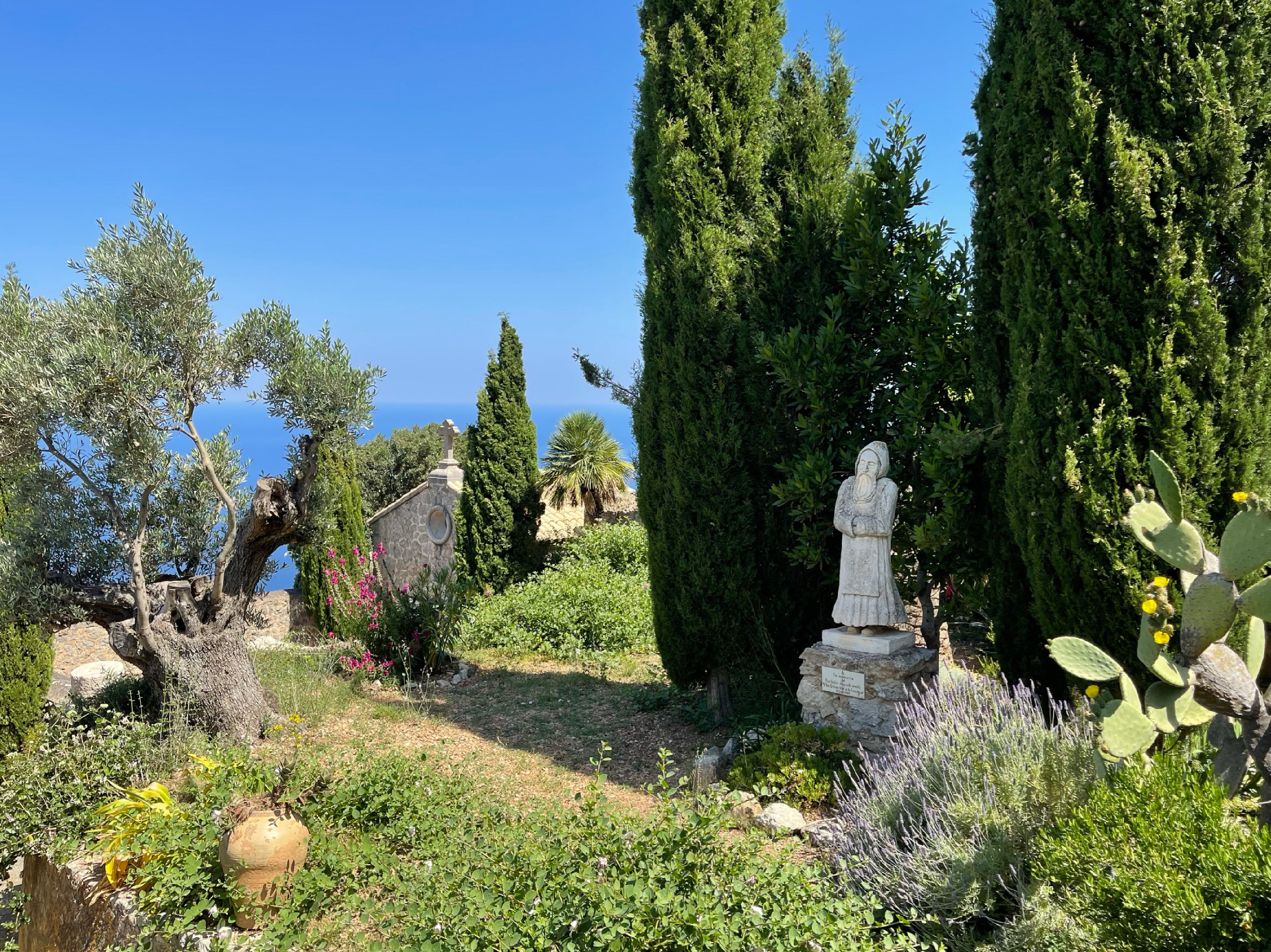 Ermita de la Santissima Trinitat: Stille auch im kleinen Garten