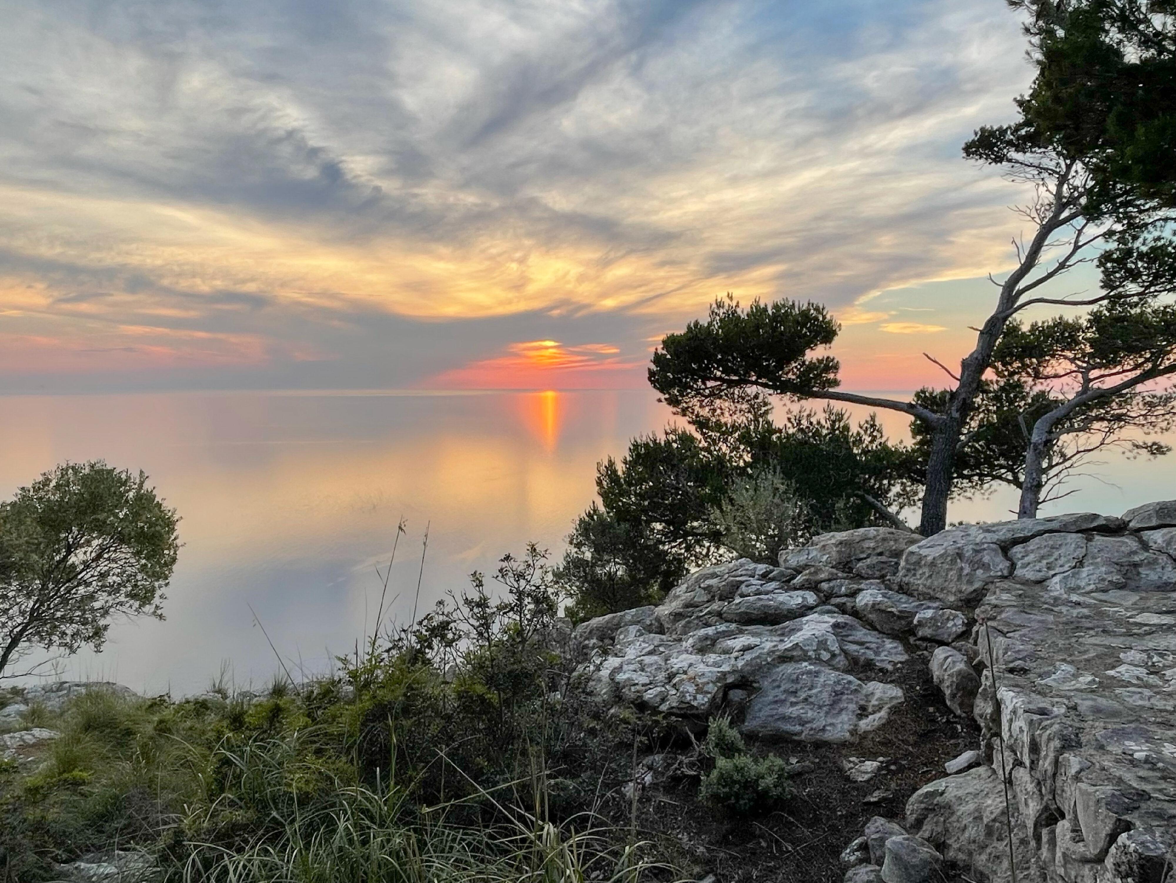 Ein einzigartiger Sonnenuntergang bahnt sich an.