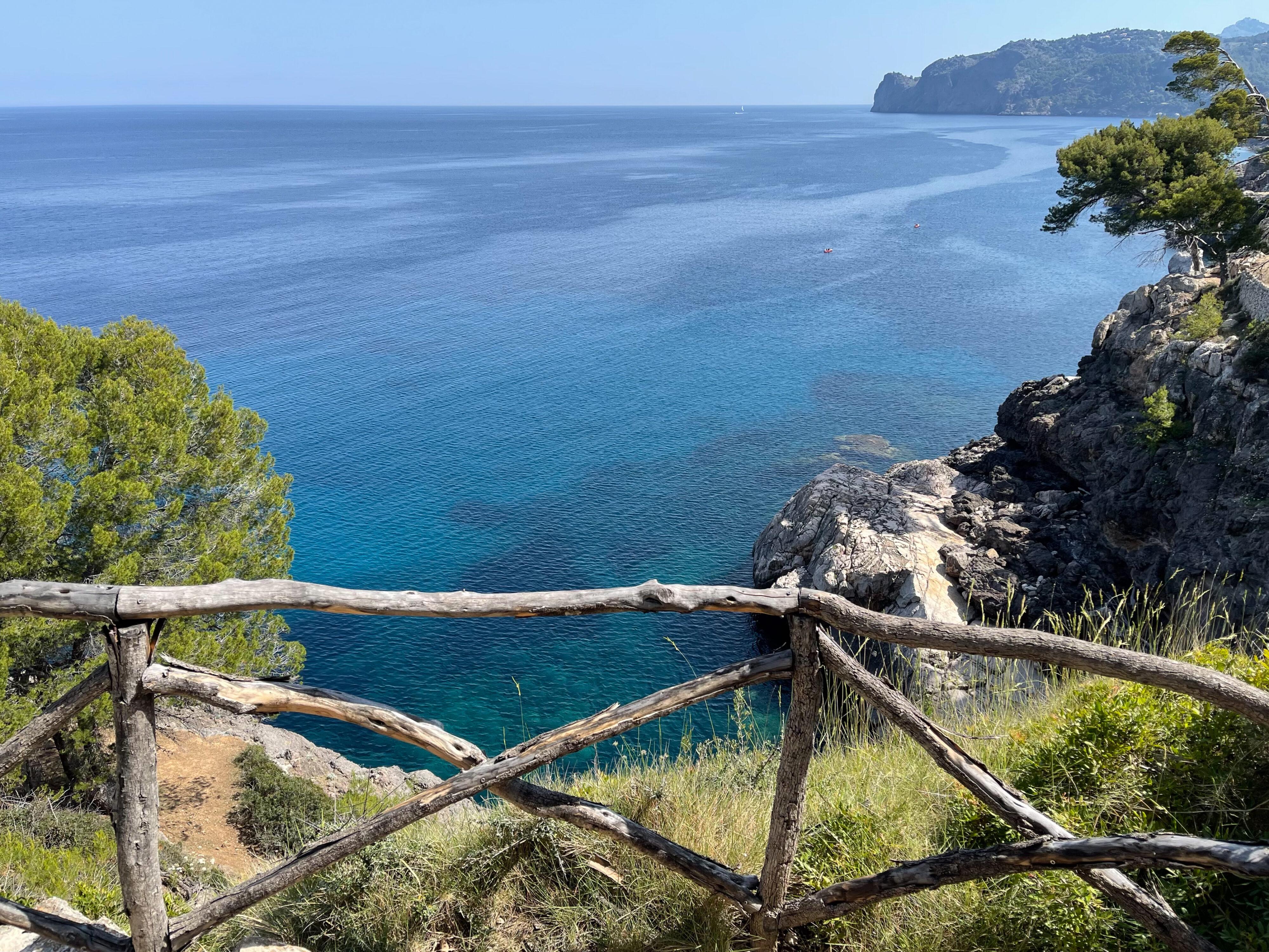 Küstenwanderung Cala de Deià-Llucalcari: ein Geländer nach uralter Art