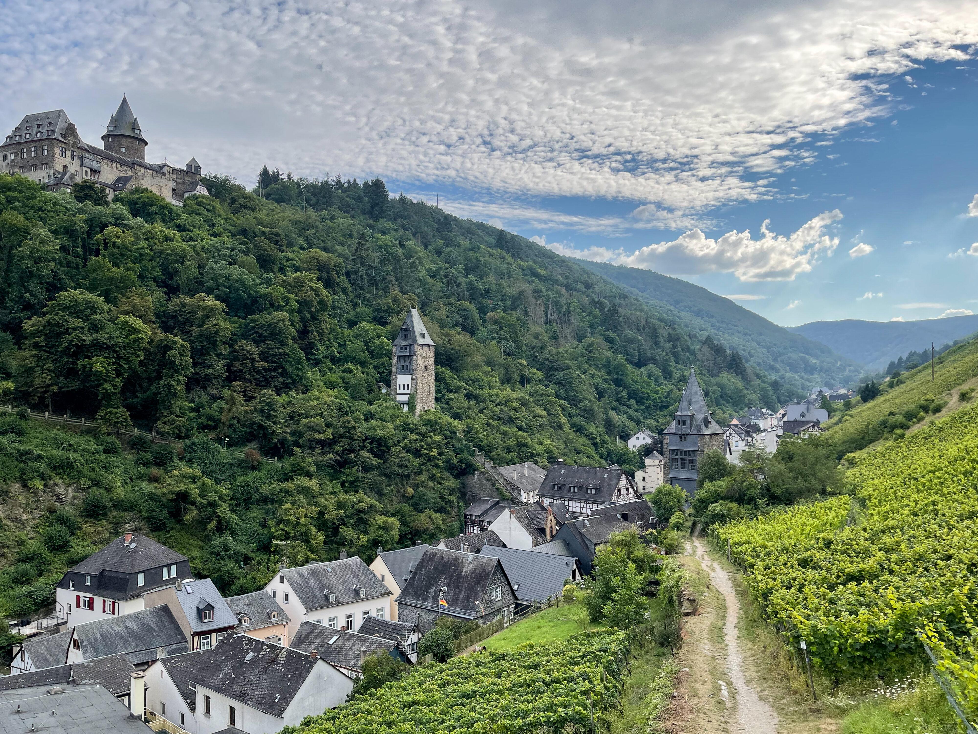 Bacharach – ein Schmuckstück der Rheinromantik: Stegen Tor und Tal